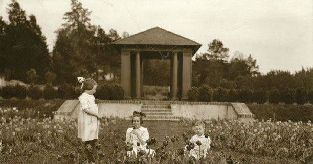children at Reynolda estate