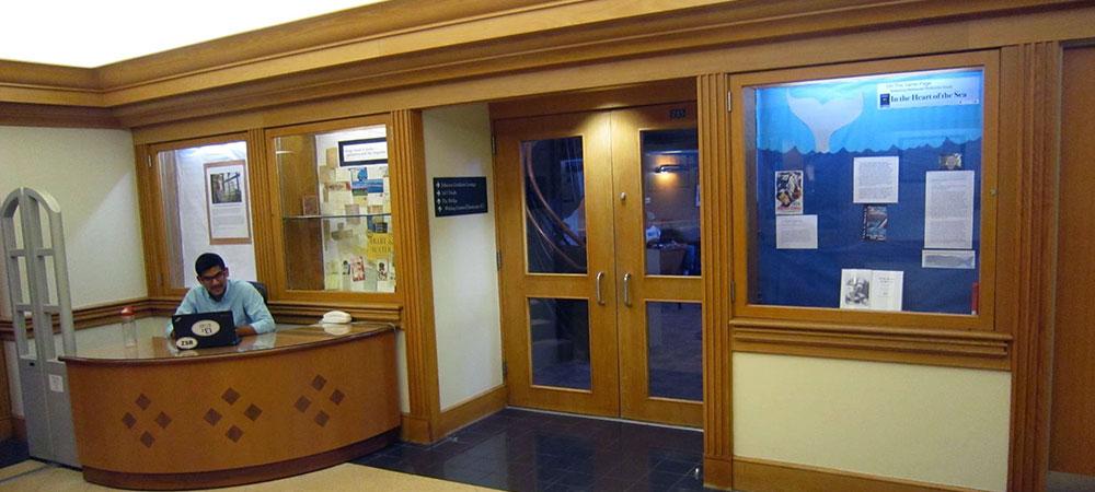 exhibit-spaces-library-lobby